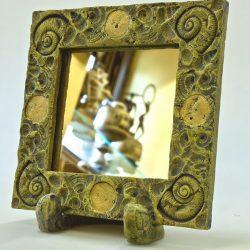 Зеркало в керамической раме