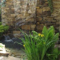 Пруд декоративный с водопадом