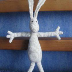 Заяц вязаный