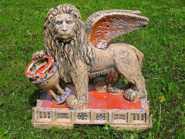 Скульптура «Чаша Грааль»