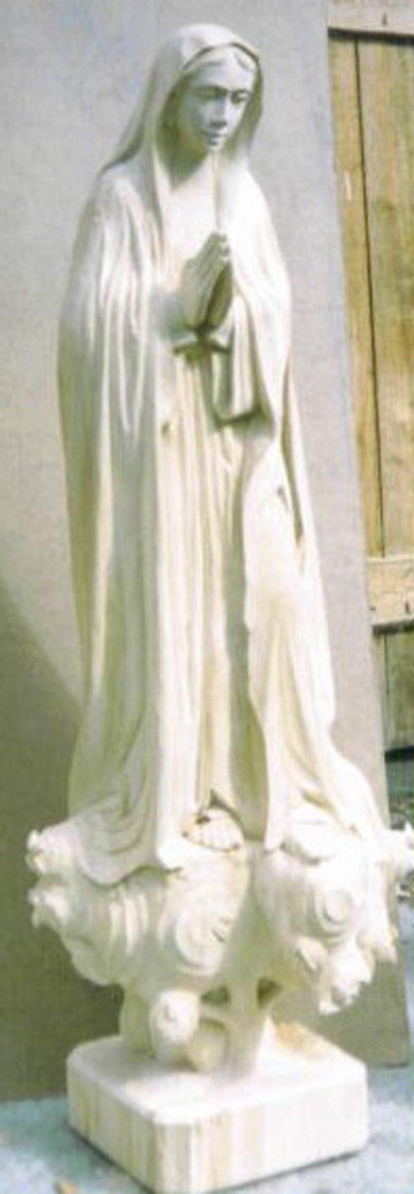Скульптура Мария на облаке