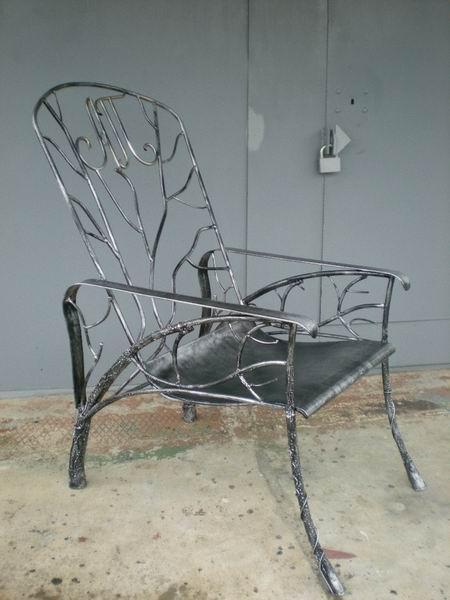 Кресло с монограммой