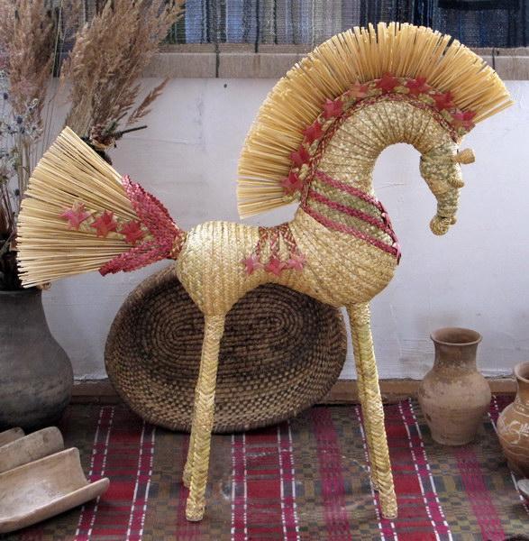 Конь из соломки