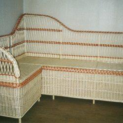 Угловой диван из лозы