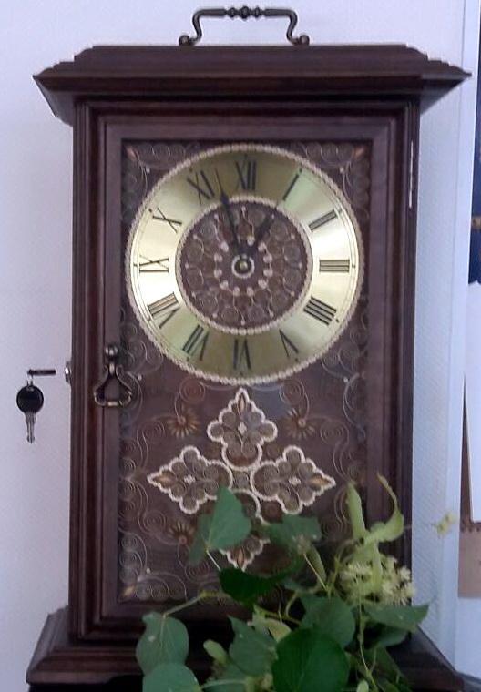Часы-бар