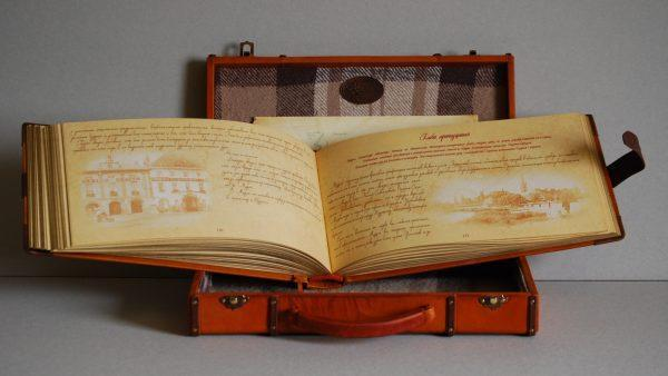 Эксклюзивная книга в коже в подарочной шкатулке. Джером К. Джером «Трое в лодке, не считая собаки»