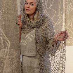 Костюм женский,  шарф ручного плетения