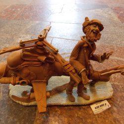"""Скульптура """"Вертолет и вертолетчик асс"""""""