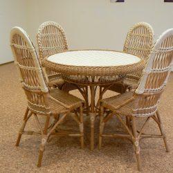 Мебель из лозы. Обеденный стол и 4 стула.