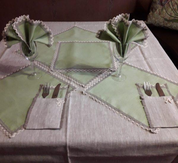Льняная скатерть с оливковыми салфетками