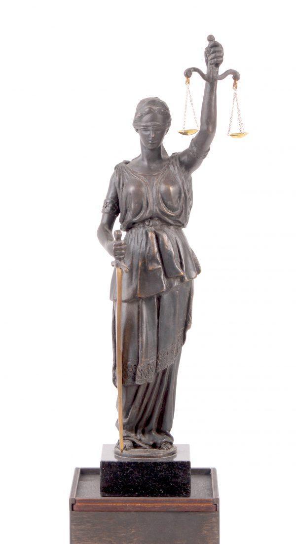 Скульптура Фемида