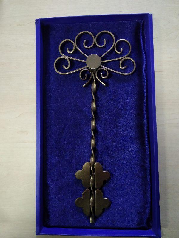 Символический ключ для торжественного открытия объекта