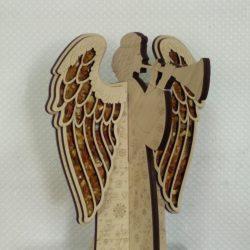 Ангел с янтарными крыльями