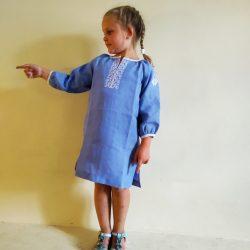 Платье льняное с вышивкой.