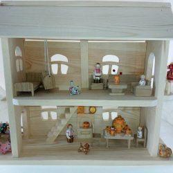 Детский домик из дерева с набором расписных деревянных игрушек