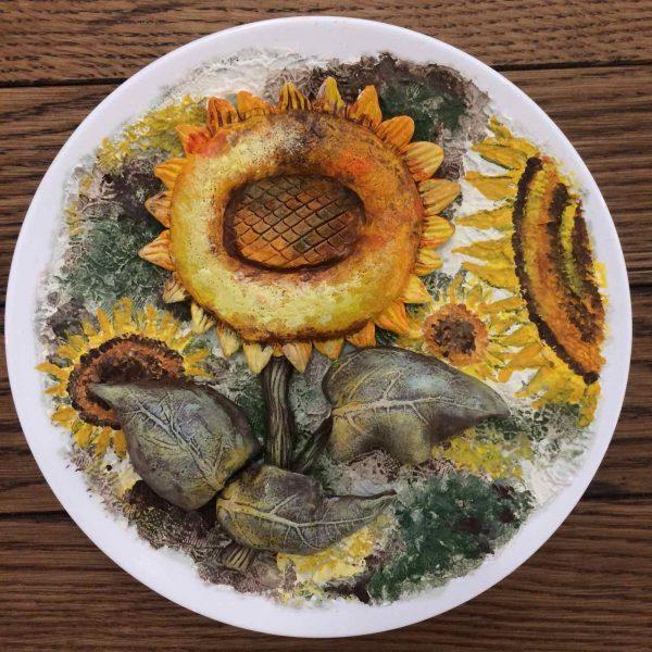 Керамическая тарелка.Обьемная керамика с росписью.Подсолнухи.