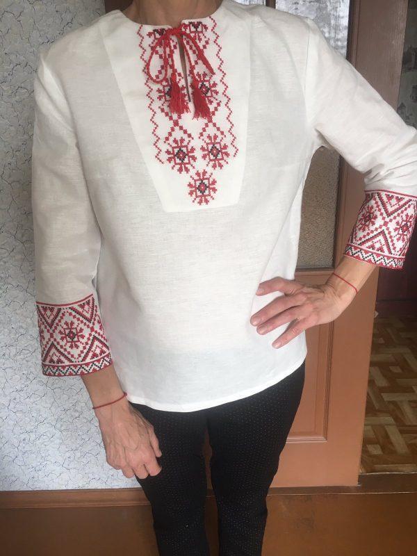 Женская рубашка с народной вышивкой